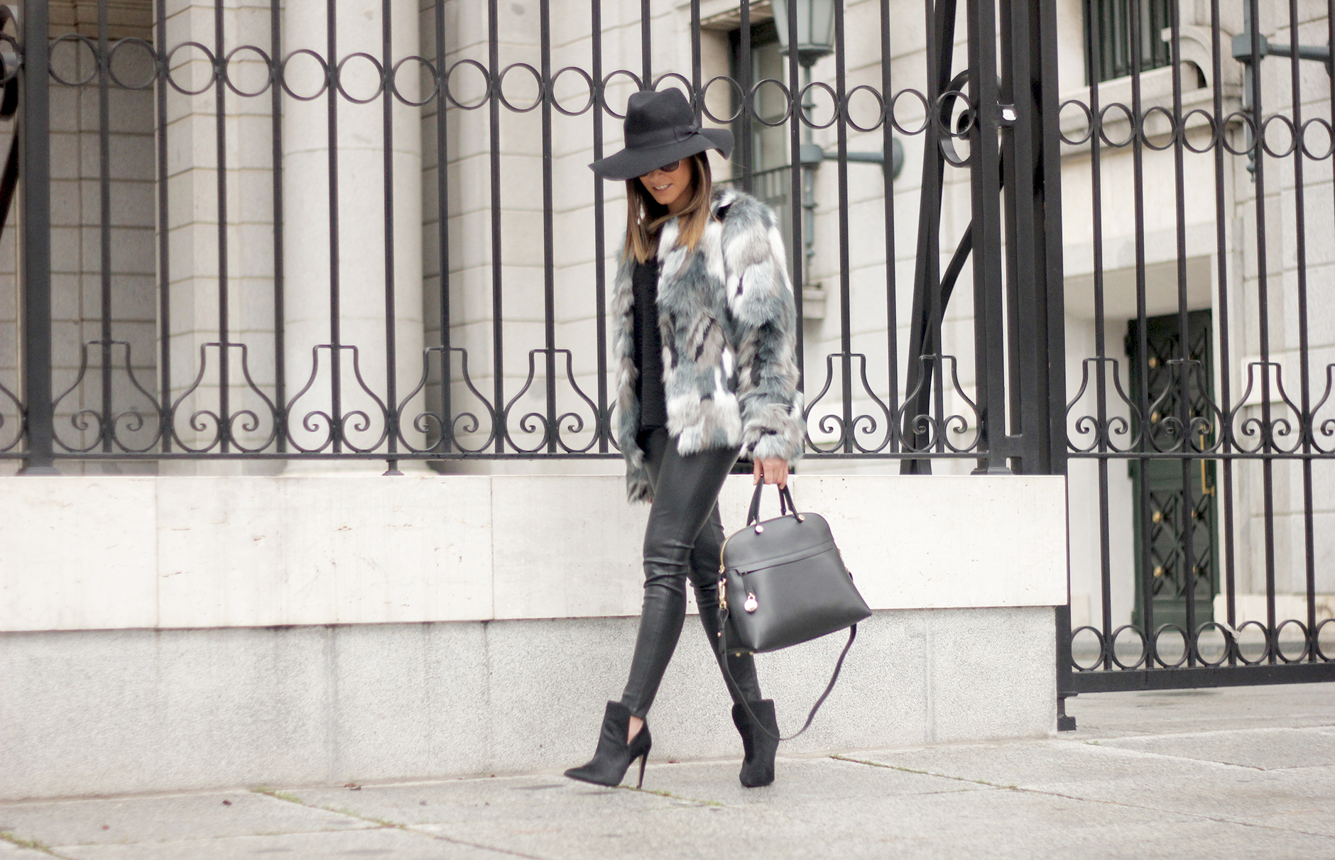 Faux fur coat leatherette pants booties black hat mango streetstyle fashion outfit17