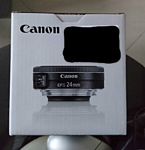 Canon EF-S 24mm 2.8 - box