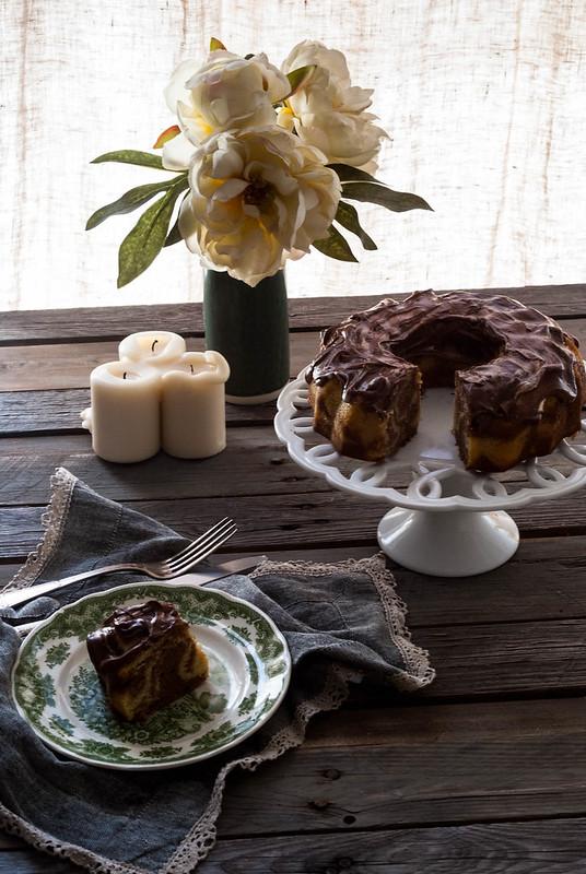 Bundt cake marmolado de vainilla y chocolate