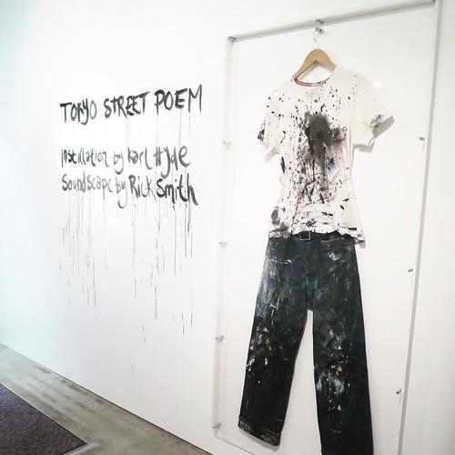 服も展示。渋谷パルコの地下一階にある、PARCO GALLERY X