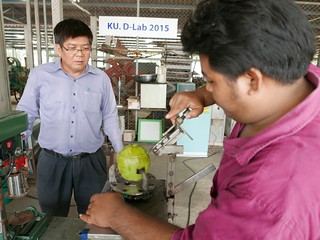 student and profesor show machine cutting coconut in lab