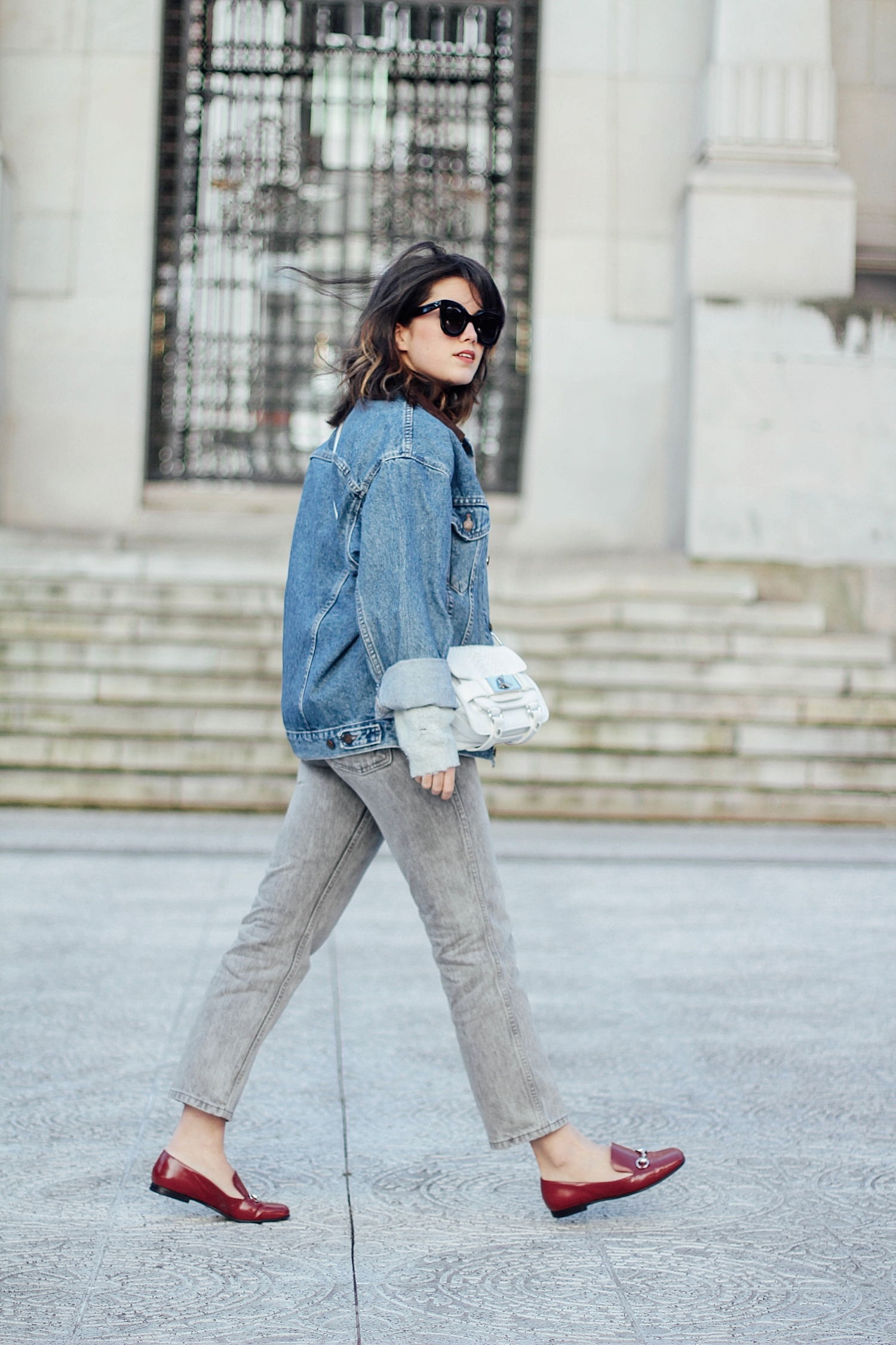levi's denim jacket vintage_mom jeans_gucci loafers_celine sunglasses_baby marta_streetstyle