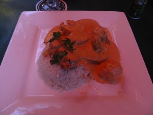 """Orange Walk: du poulet à la sauce """"grainez de potiron"""" et du riz coco. Ca change un peu du continuel """"poulet, riz et haricot""""."""