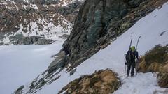 Trawers wokół jeziora Lago di Gera 2125m, tu trzeba przypiąc narty do plecaka - Tomek