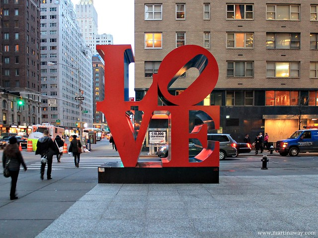 Scultura LOVE a Midtown Manhattan
