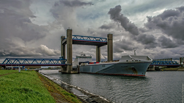 ms Palatine (roll-on-roll-off ship) - Calandbrug - Calandkanaal - Port of Rotterdam