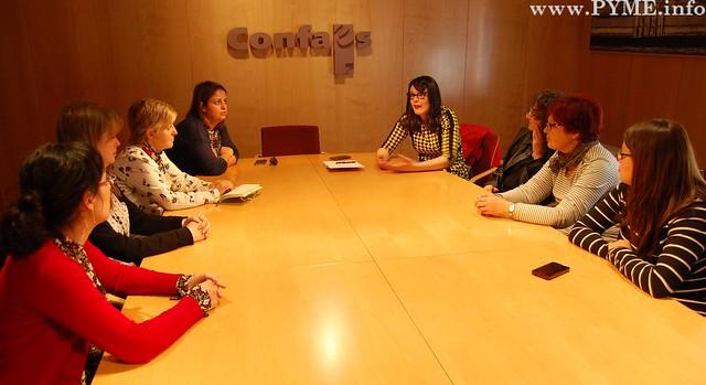 Encuentro entre AESAL y las concejales de Ganemos Salamanca, Virginia Carrera y Pilar Moreno.
