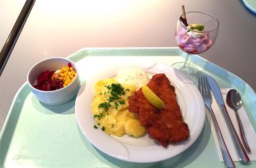 Baked plaice with remoulade & potato salad / Gebackenes Schollenfilet mit Remoulade & Kartoffelsalat