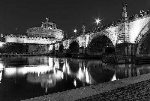 Bridge to Castel Sant'Angelo: sparkling lamps Black and White version