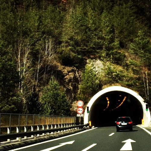 A2 Highway from Udinese to Vienna have a 53 tunnels .... as our friends little daughter  says -—Трасса А2 Удинезе - Вена пронизывает Альпы 53мя туннелями ....   #италия #австрия #а2 #дорога #путешествия #путешествие #автобан #туннель #зарулем #italy #ital
