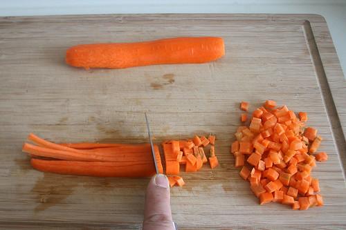 11 - Möhre würfeln / Dice carrots