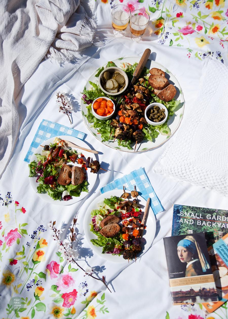 Vegan vegetable skewers with spicy tahini-carob marinade