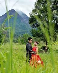 Oudoor pre wedding photo for Astrid & Rickson at Yogyakarta. Fotografer foto prewedding by @poetrafoto, http://wedding.poetrafoto.com 👍😊😍