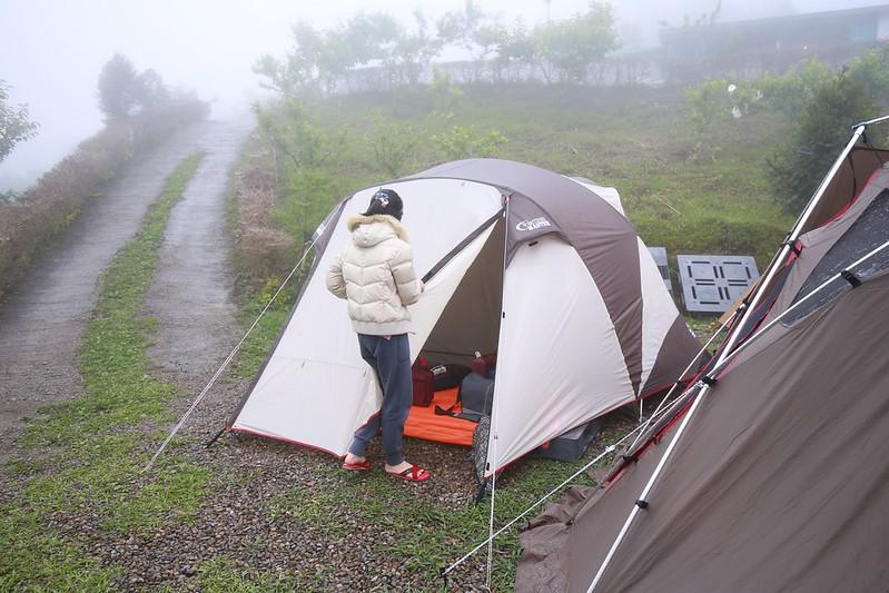 在雲霧中的帳篷