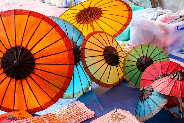 Colorful paper umbrellas, Luang Prabang, laos ルアンパバーン、カラフルな傘