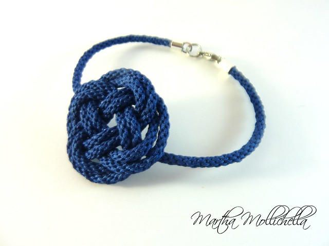 Nautical knots bracelet handmade in Italy by Martha Mollichella