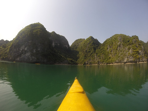Baies d'Along: let's go kayaking!