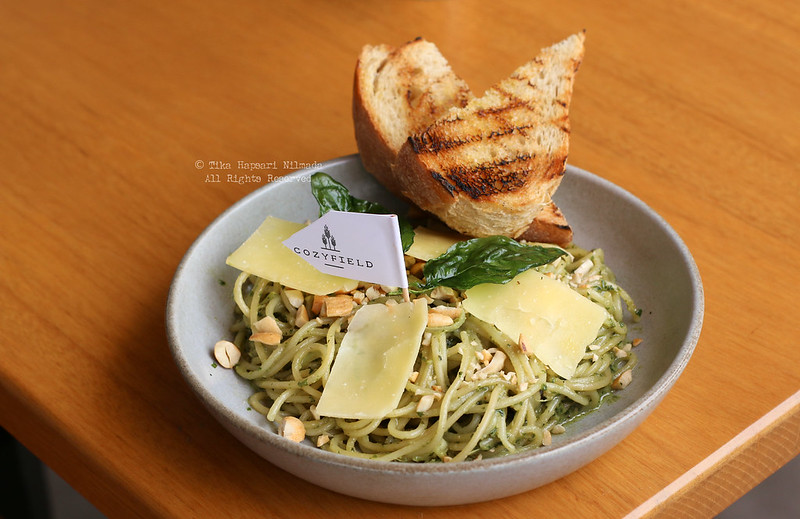 Cozyfield Cafe - Spaghetti Pesto with roasted cashew nuts and fresh basil