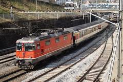 Re 4/4 II 11127 mit einem IC nach Zürich HB in Schaffhausen