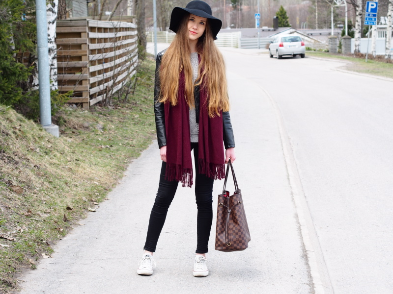 Sweater, skinny jeans, leather jacket, floppy hat, Converse shoes, Neverfull bag and coral lips to brighten up the face