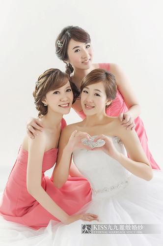 來看看我們在高雄建國國小拍的閨蜜婚紗吧!Kiss九九麗緻婚紗 (4)