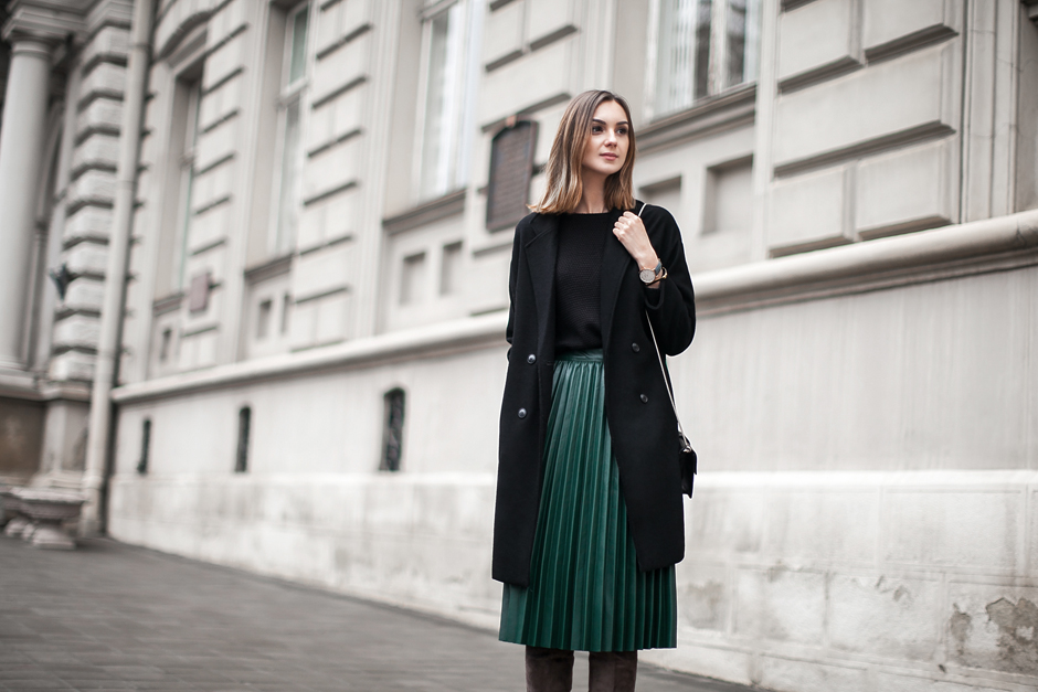 pleated-skirt-outfit-ideas