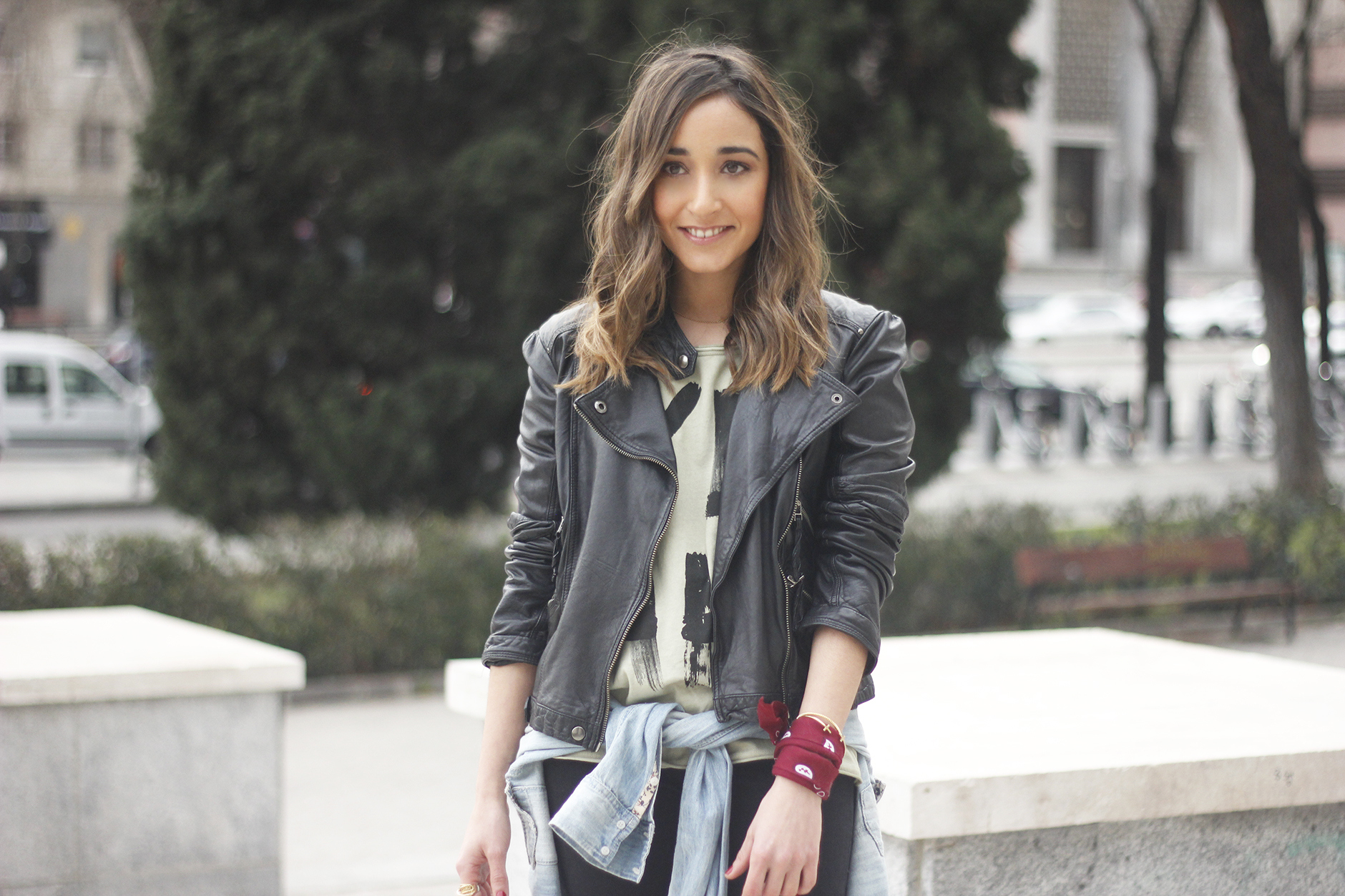 biker jacket black ripped jeans deartee tshirt heels outfit09