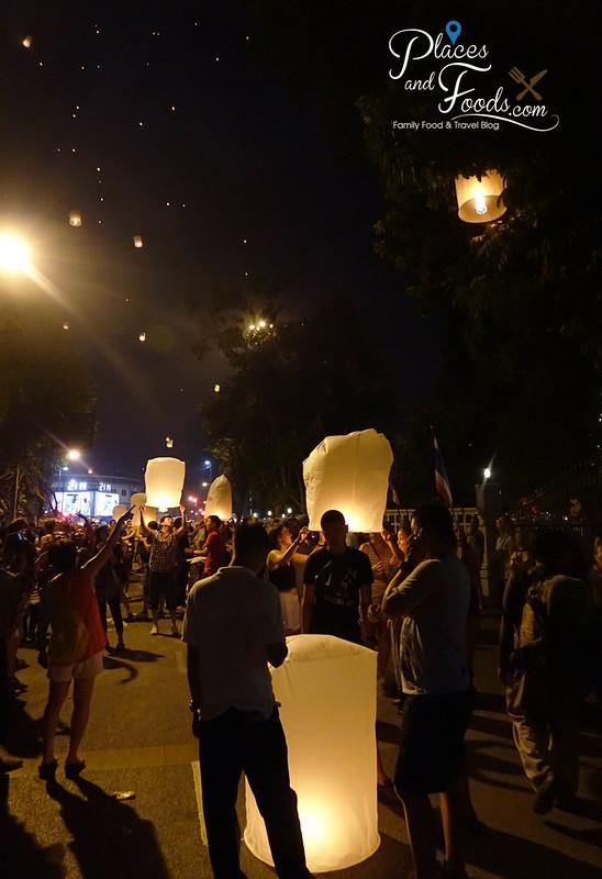 chiang mai yee peng crowd
