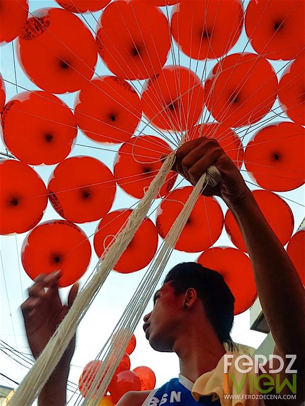 I want a balloon (f/2.7, ISO 100, 1/120)