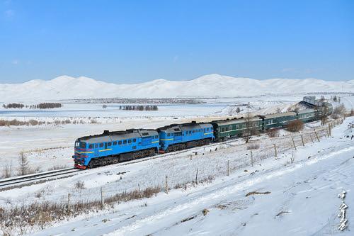 winter snow season nikon ngc railway trains locomotive railfan trainspotting 1520 passengertrain diesellocomotive nikondf
