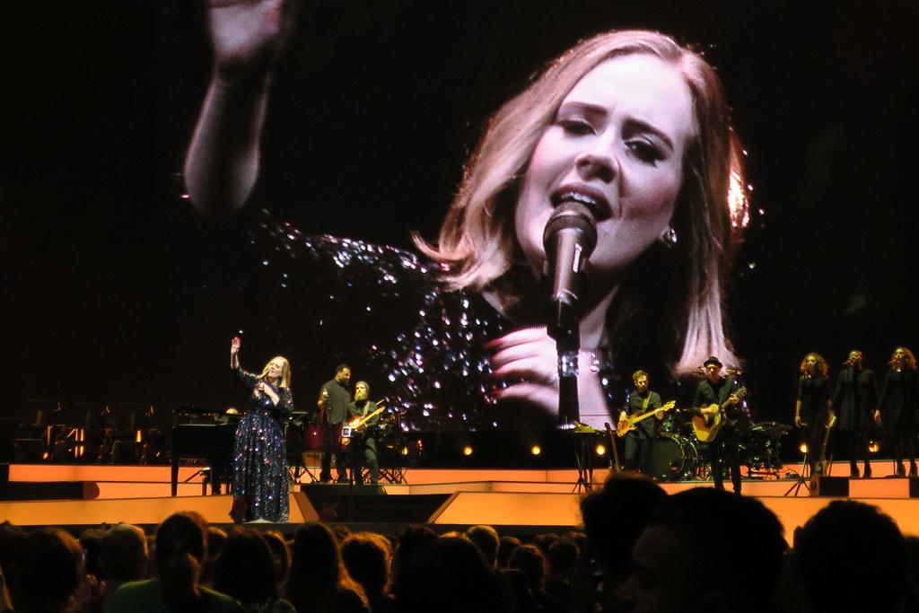Adele-Live-2016-London-O2-004