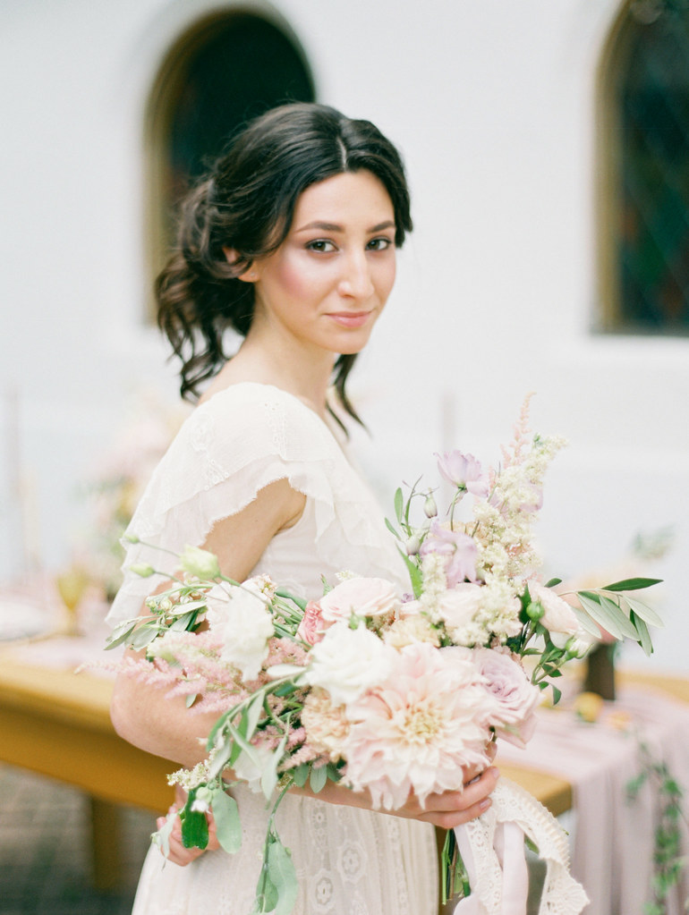 Dahlia wedding bouquet | photo by Elena Pavlova | Fab Mood - UK wedding blog #styledshoot