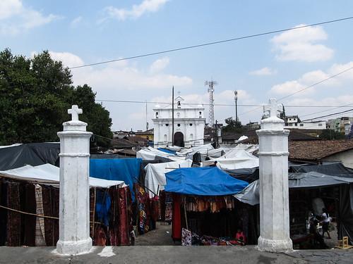 Chichicastenango: l'église Santo Tomás vue depuis l'église El Calvario
