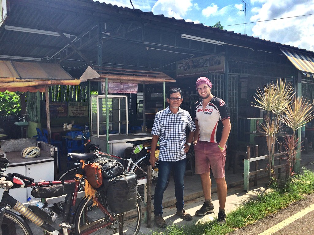 Spontaneous lunch with Acid, dedicated cyclist from Muar in Malaysia