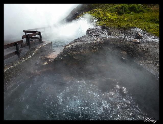 Manantial de fuente termal Deildartunguhver