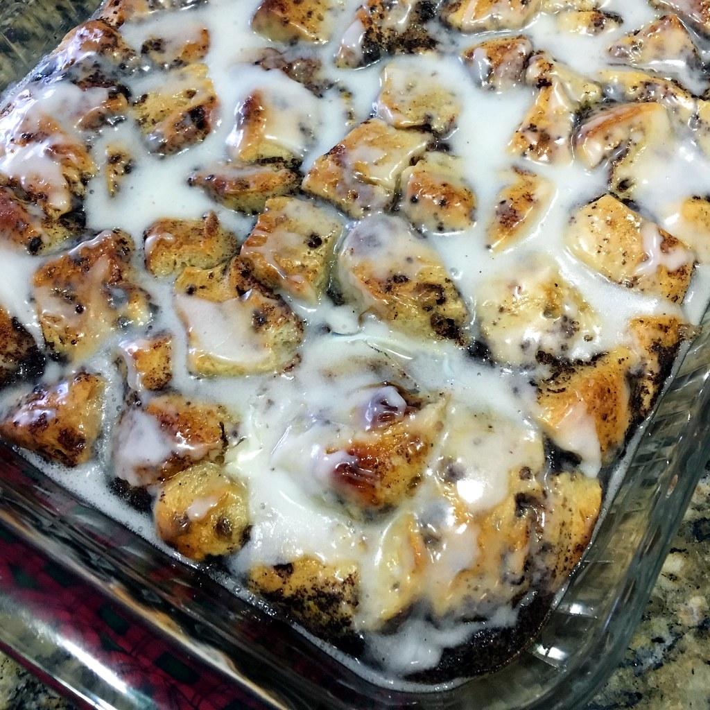 Baked-cinnamon-roll-dish