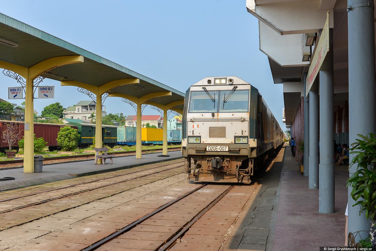 vietnam_reunification_express_train-13