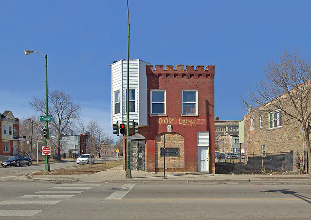 007 Lounge, 600 North Kedzie Avenue, built 1889