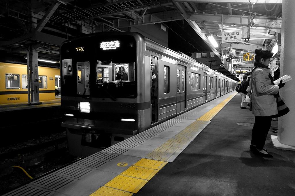 """""""The Yellow"""" 2016/03 No.6(Night scene of commuting 2016/03 No.4)."""
