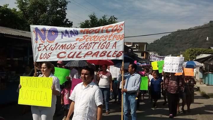 Marchan contra inseguridad en La Ceiba