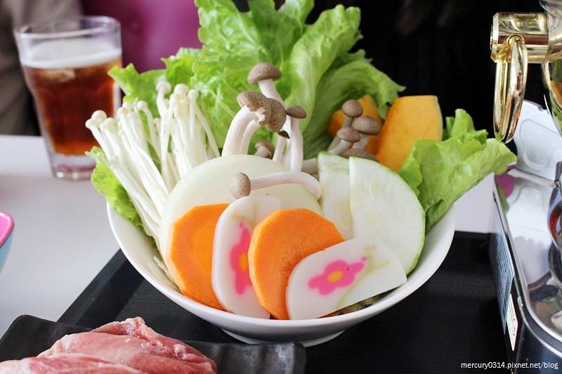 24078680742 ecfe264b02 b - 台中西屯 Rainbow Waffle Cafe 彩虹國度-咖哩&焗烤專賣店