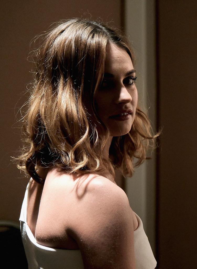 Лили Джеймс — Фотосессия для «Война и мир» на «Winter TCA» 2016 – 5