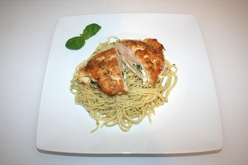 32 - Chicken piccata with garlic spaghetti - Served / Gefüllte Hähnchen-Piccata mit Knoblauchspaghetti - Serviert