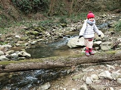 Family hiking on a trail near Condrieu / Randonnée en famille sur le sentier de l'Arbuel à Condrieu (Pilat - France) #randonnee #instawalk #hike #hiking #nature #instanature #naturelovers #naturelover #travelwithkids #familytravel #familytrip #river #kid