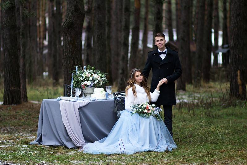Wedding table setting for winter wedding   fabmood.com