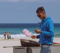 'Poste de soudure sucrée' Mars 2016 - Sousse, © Ahmed Megdiche  #street #streetphotography #people #peoplephotography #blue #sweet #sweets #beach #sea #boy #streetseller
