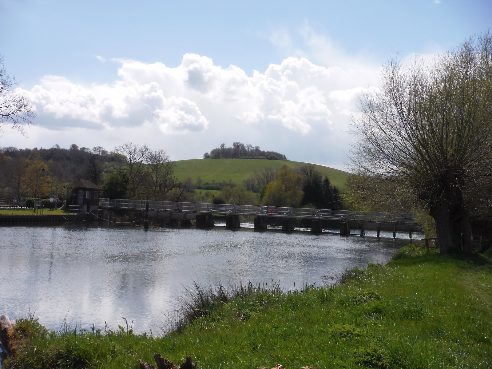 Day's Lock and Wittenham Clumps from the banks of the Isis SWC Walk 44 - Didcot Circular