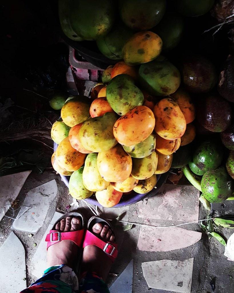Glad to announce that the mangoes that matter are finally in season. Welcome #ogbomoshomangoes. I love you. #mangoes #kitchenbutterfly #mangoseason #inseason #fruitsinseason