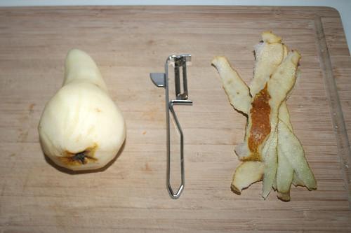 29 - Birne schälen / Peel pear