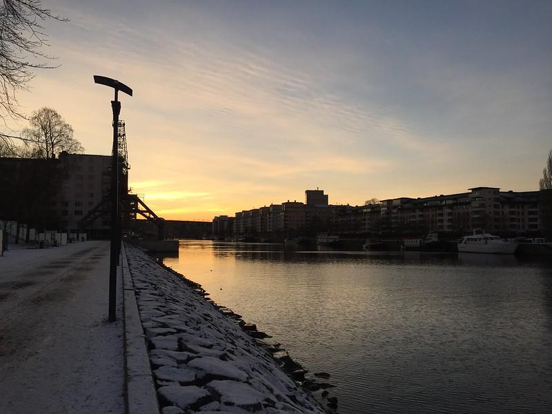 Hammarby Sjöstad i solnedgången - att transport gå